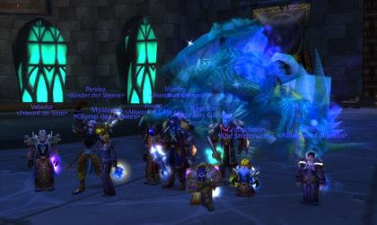 Kampfgruppe in World of Warcraft vor einem erlegten Drachen